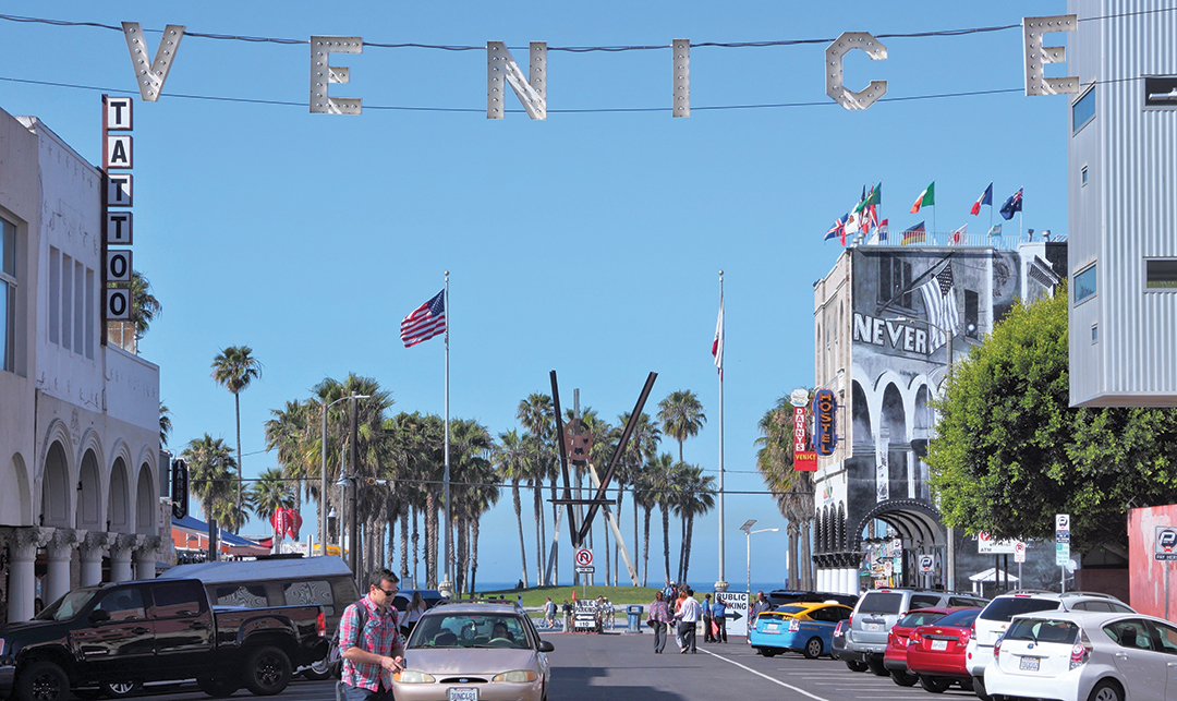 Destination La Venice furthermore Id F 2269472 besides Id F 2864942 furthermore Atomic Decor additionally Id F 1224494. on coffee tables of the 1950s