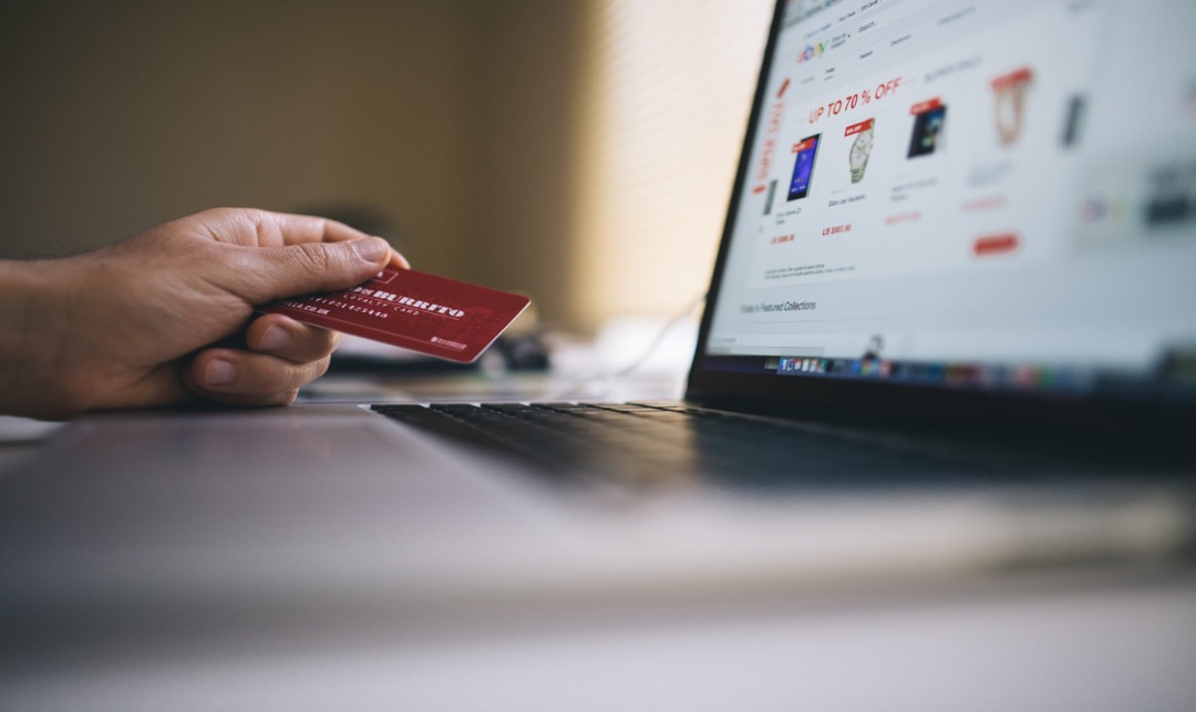 How Emerging Technologies Are Shaping E-Commerce in the Era of COVID-19